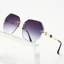 New Fashion Classic Sunglasses Frameless Love Gradient Wen Woman Rays
