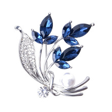 High-end New Korean Crystal Rhinestone Flower Brooch Pin Pearl Leaf Suit Sweater Lapel Pins Clothing Accessories Gifts for Women rhinestone artificial pearl leaf brooch
