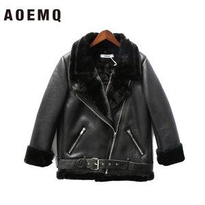 Image 2 - AOEMQ Retro yeni yaka ve kadife yastıklı kürk bir ceket sıcak moda PU deri kuzu saç motosiklet giyim bombacı ceket