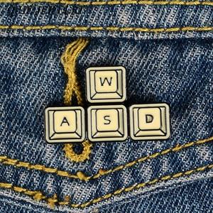 QIHE ювелирные изделия, золотые булавки для клавиатуры WASD, эмалированные значки на компьютерные игры, броши, джинсовые куртки, блузки, подарок...