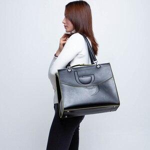 Image 2 - Bayan Casual Tote çanta çanta deri Pu sert büyük kapasiteli Saffiano çerçeve kabartma yüksek kalite 2020 yeni tasarım tavsiye