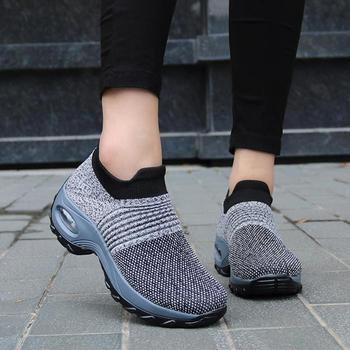 2021 kobiet kliny buty nowa siatka oddychająca dzianiny damskie buty mieszane kolory Sneaker miękka platforma Slip On kobiet Vulcanize buty tanie i dobre opinie HULINGMEI Mesh (air mesh) CN (pochodzenie) Na płótnie Płytkie RUBBER Wiosna jesień Niska (1 cm-3 cm) Slip-on Pasuje prawda na wymiar weź swój normalny rozmiar