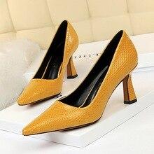 Пикантные женские туфли со змеиным узором на Высоком толстом каблуке с острым носком; женские вечерние туфли на шпильке для торжеств Большие размеры 40, 41, 42, 43