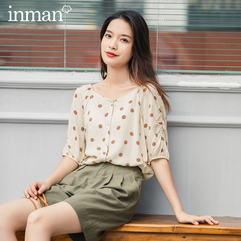 INMAN Summer New Arrival Single Button Dot V Neck Artsy Fit Half Drawstring Sleeve Apricot Color Clavicle Exposed Blouses
