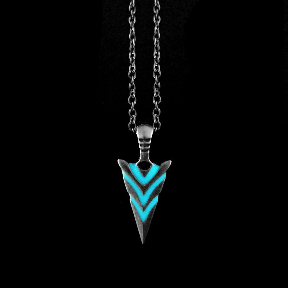 Colar de pingente de seta de incandescência luminosa colar de pingente de cavaleiro lança brilho no escuro