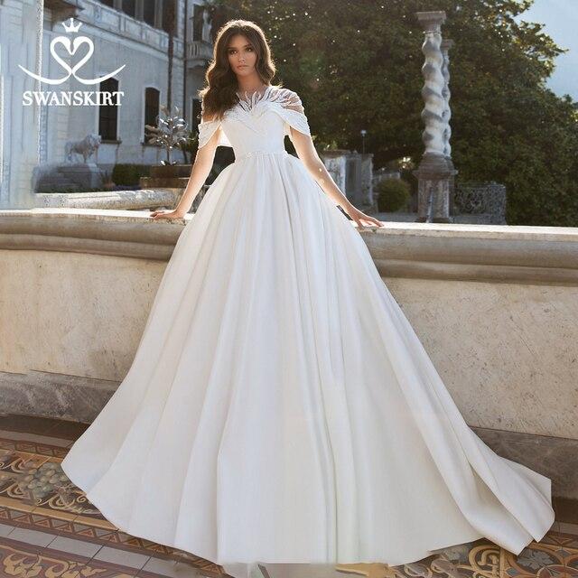 Oszałamiająca satynowa suknia ślubna 2020 Swanskirt zroszony linia kryształowy pas sąd pociąg suknia ślubna Illusion Vestido de noiva VY01
