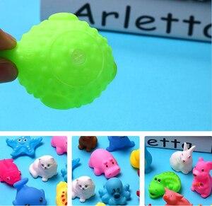 Image 2 - 10 pçs/set brinquedos de banho de bebê, brinquedos de lavagem, animais de borracha macia, brinquedos de flutuação sqeeze para bebê, gyh