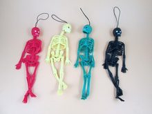 Tricky Frightening Human Skeleton Human Body Bones Model Mini Figure Funny Tricks Keychain Decor Children Prank Halloween Toys