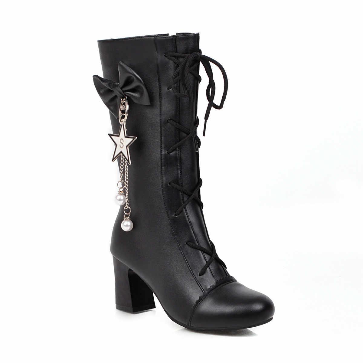 YMECHIC/милые студенческие зимние туфли в стиле Лолиты; коллекция 2019 года; дизайнерские байкерские сапоги до середины икры на высоком каблуке, украшенные цепочкой и бусинами и перекрестными ремешками