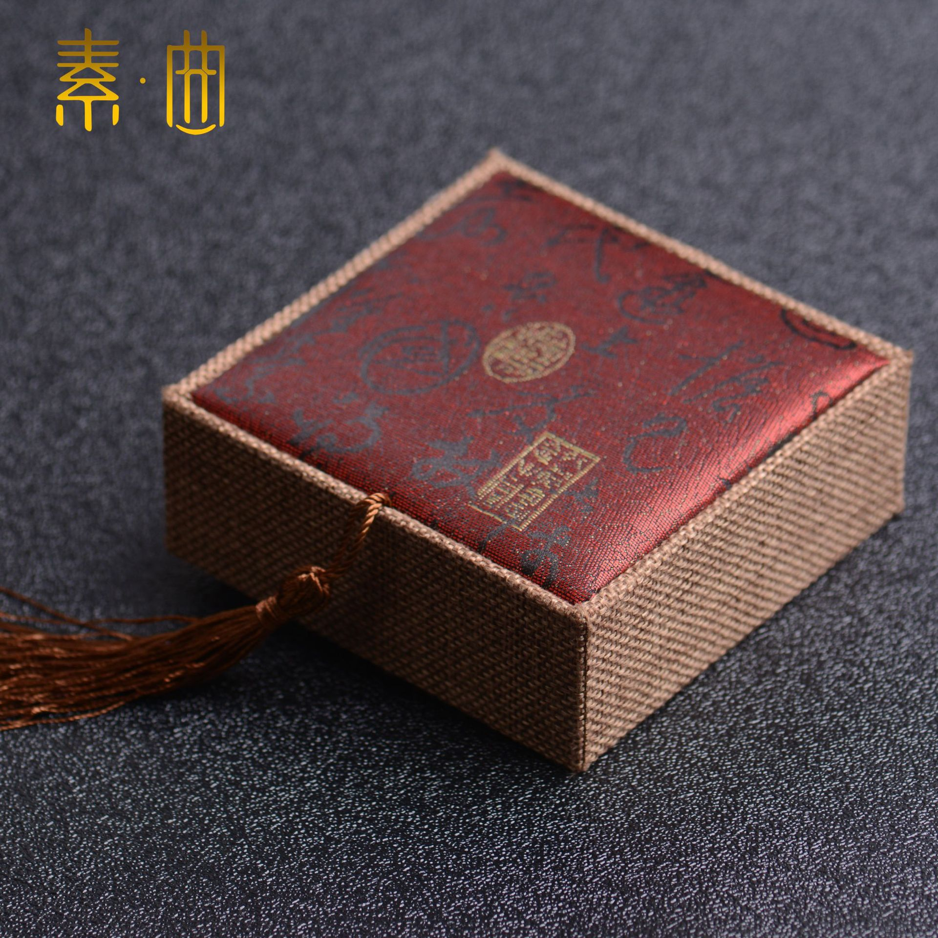 Hot Selling Top Grade Tangguh Poetry Bracelet Box Black Background Velvet Belt Buckle Calligraphy Bracelet Box Jewelry Box