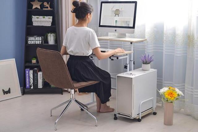 Фото стоячий компьютерный стол для ноутбука с клавиатурой мыши полка