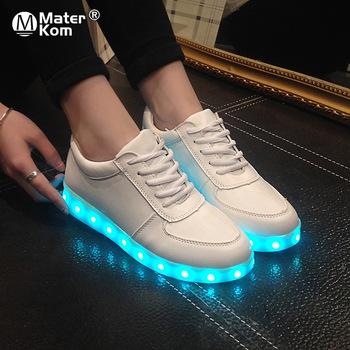 Świecące adidasy LED buty sportowe unisex dla dorosłych i dzieci obuwie z podświetleniem w 7 kolorach ładowane przez USB wersje męskie i damskie w rozmiarach 27-46 dla mężczyzn kobiet chłopców i dziewczynek tanie i dobre opinie Mater Kom CN (pochodzenie) RUBBER Dobrze pasuje do rozmiaru wybierz swój normalny rozmiar 3-6y 7-12y 12 + y Sznurowane