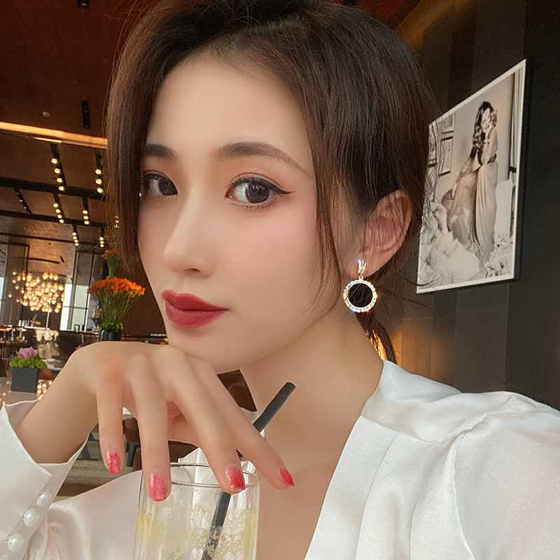 Round rhinestone earrings 2020 new wave Korean version personality temperament wild simple earrings Fashion Simple ear nail