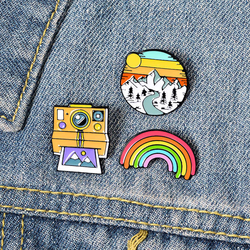 Pin Rainbow Kamera Gunung Salju Bros Pelajar Kartun Lucu Pin Aksesoris Tas Dekorasi Lencana