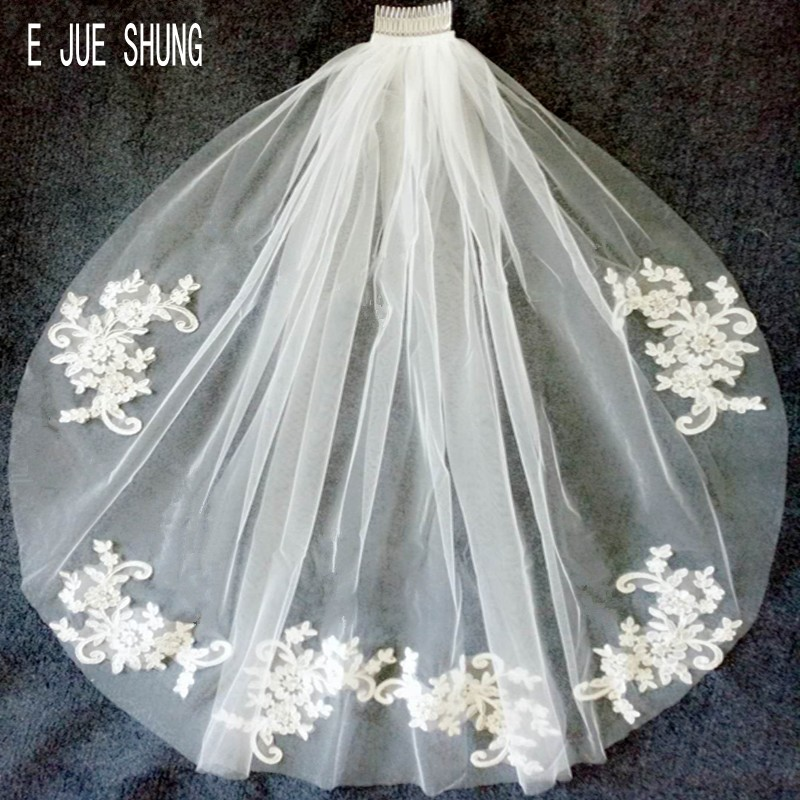 E JUE SHUNG Elegant Short Woman Bridal Veils One Layers With Comb Lace Applique Edge Veil For Bride Tulle Wedding Veil