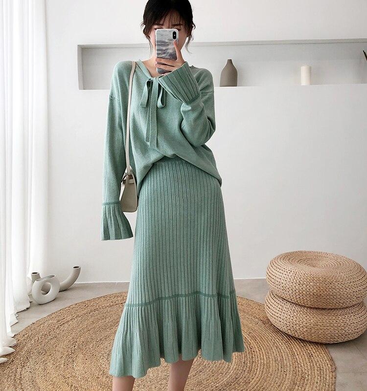 Hf8e3e2eee611459290818901aa61526fR - Autumn / Winter V-Neck Flare Sleeves Jumper and A-Line Midi Skirt