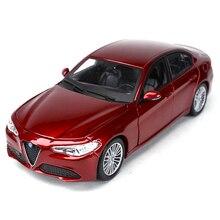 Bburago 1:24 coche deportivo Alfa Romeo Giulia, vehículo estático fundido a presión, modelo coleccionable, Juguetes