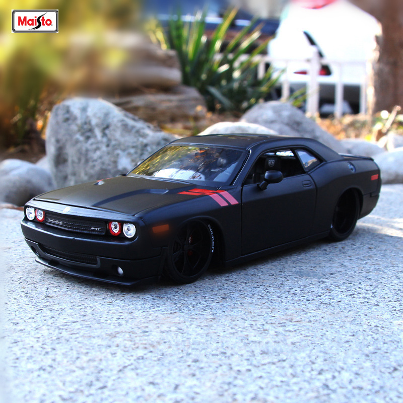 Maisto 1:24 2008 Dodge Challenger Alloy Car Model Die-casting Model Car Simulation Car Decoration Collection Gift Toy