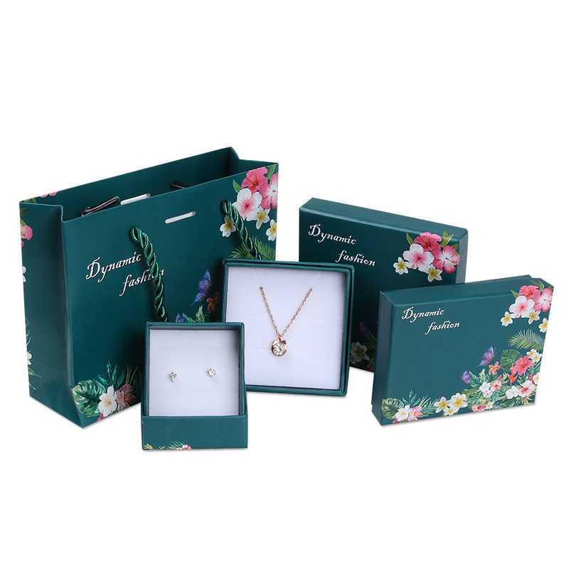 2019 NEW  1pcs  Jewelry Package ,9x9x2cm Different Size Green Flower Design Kraft Paper Box For Earring/ring /bracelet/necklace Set  Jewelry Bag/ Box A18
