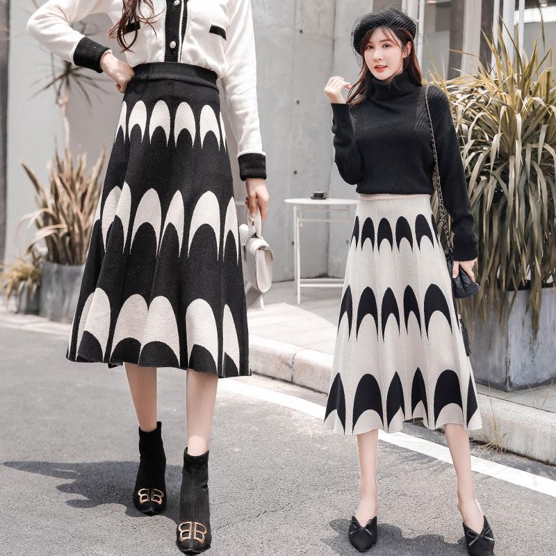 Autumn Winter 2019 New Runway Skirts Womens Knitting Wool Pleated Long Skirt Moon Print High Waist Elastic Large Hem Midi Skirts