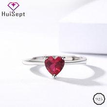Женское кольцо из серебра 925 пробы с рубином в форме сердца