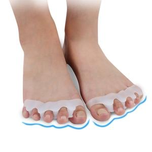 Image 1 - 1 пара Силиконовый гель для ухода за кожей ног корректор для большого пальца стопы протектор Toe Сепараторы Выпрямитель разбрасыватель удобрений корректоры исправление вальгусной деформации первого пальца стопы исправление