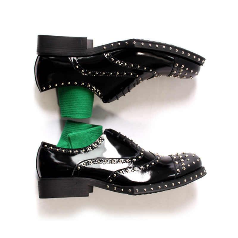 حذاء رجالي جديد 2020 جلد طبيعي أسود لحفلات الزفاف أحذية فستان رسمي للرجال بمقدمة مدببة وكعب متوسط أحذية رجالي بدبابيس موديل US 11.5