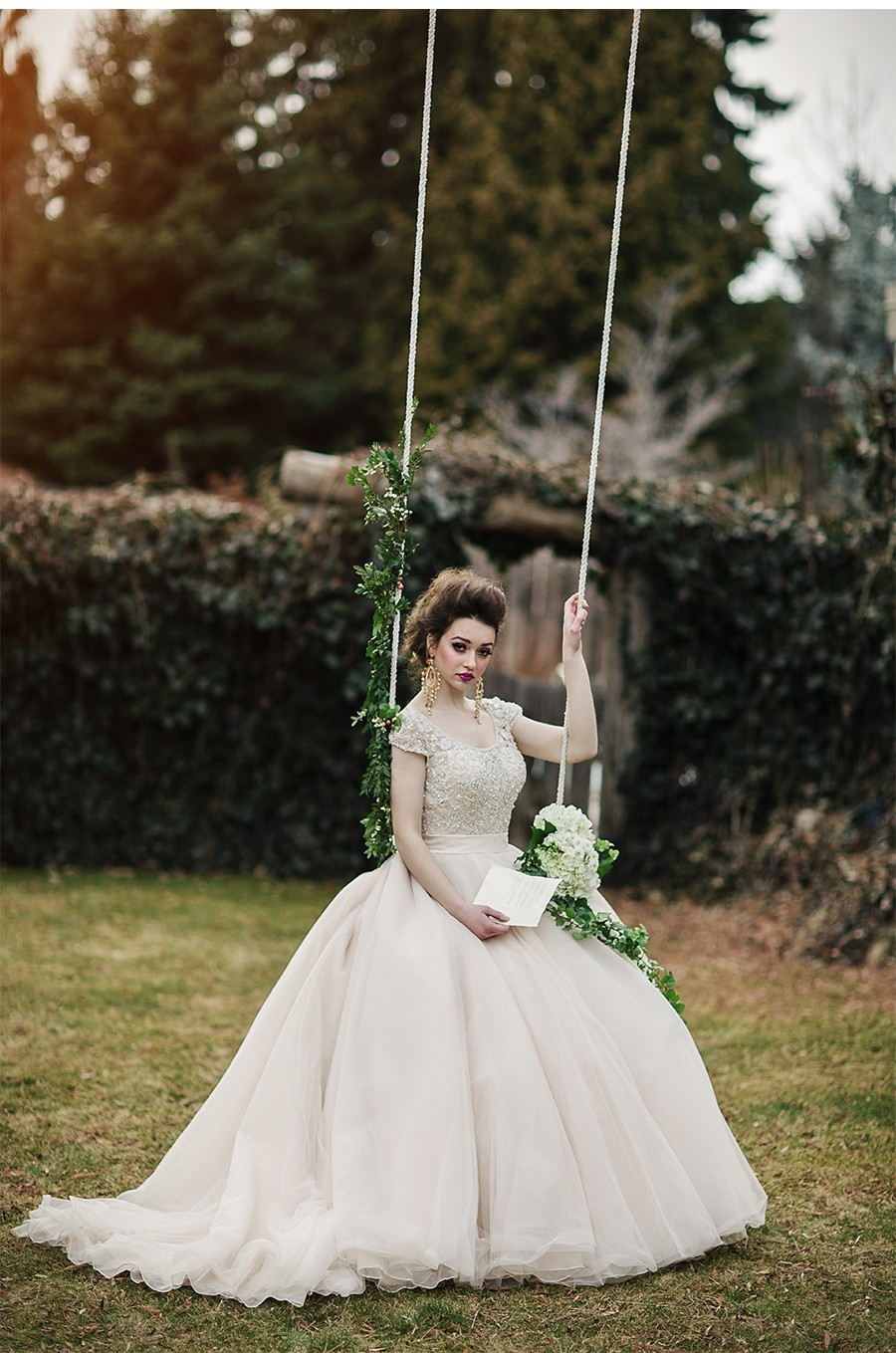 Autumn Vestido De Noiva White/Ivory Vintage Beaded Scoop Short Sleeves Bridal Wedding Dresses 2016