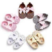 Piękny noworodek buciki maluch dziewczyna szopka buty wózek buciki niemowlęce z miękkimi podeszwami antypoślizgowa księżniczka dziecięce buty 0-18M tanie tanio Cotton Fabric Butterfly-knot Wiosna jesień Slip-on Stałe Dla dzieci Baby girl Pierwsze spacerowiczów Pasuje prawda na wymiar weź swój normalny rozmiar