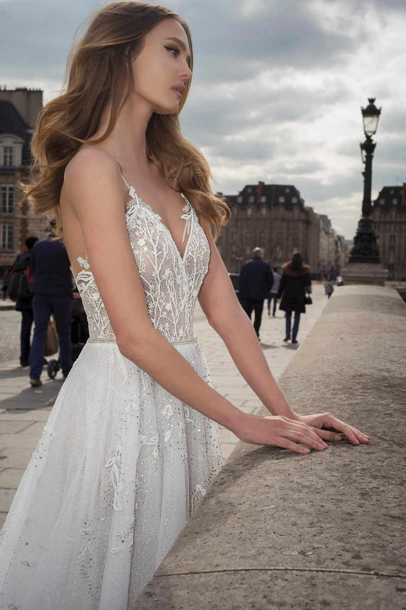2020 בוהמי חתונת שמלות סקסי ספגטי רצועות תחרת Appliqued חרוזים שמלות כלה ללא משענת חוף אונליין חתונה שמלה
