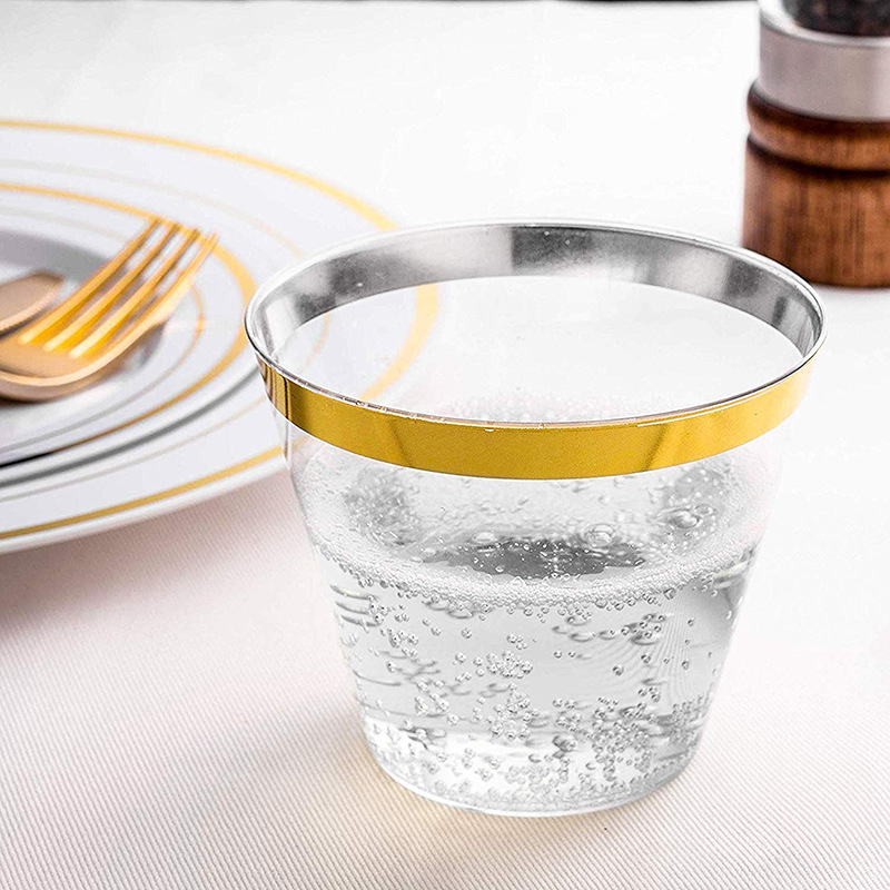 Disposable party beverage cups (4)
