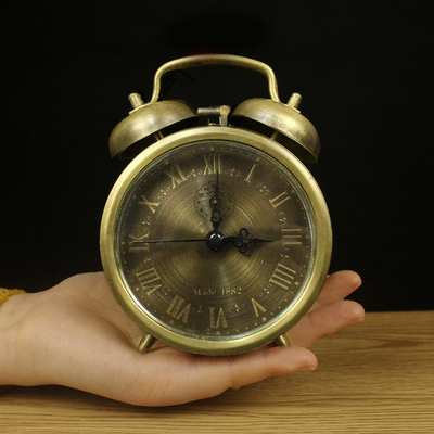 Collect multiple styles of retro mechanical alarm clock