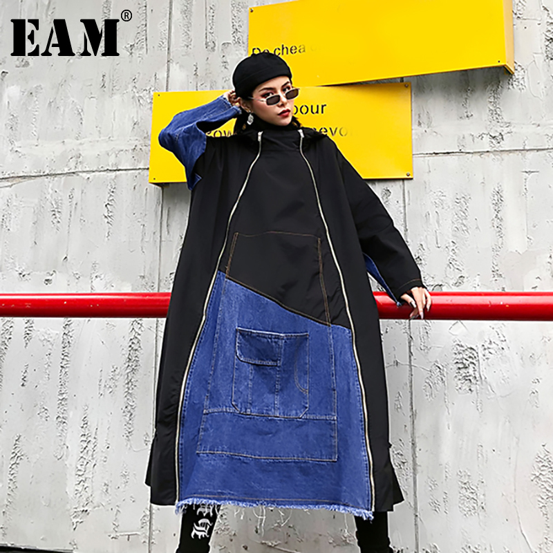 [EAM] Women Denim Zipper Split Big Size Long Trench New Hooded Long Sleeve Loose Fit Windbreaker Fashion Tide Spring 2020 1N306