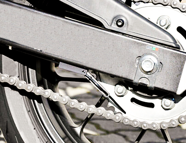 UNIVERSAL MOTORCYCLE CHAIN OILERS / CHAIN lUBRICATO FOR YAMAHA HONDA KAWASAKI SUZUKI DUCATI BMW TRIUMPH APRILIA KTM