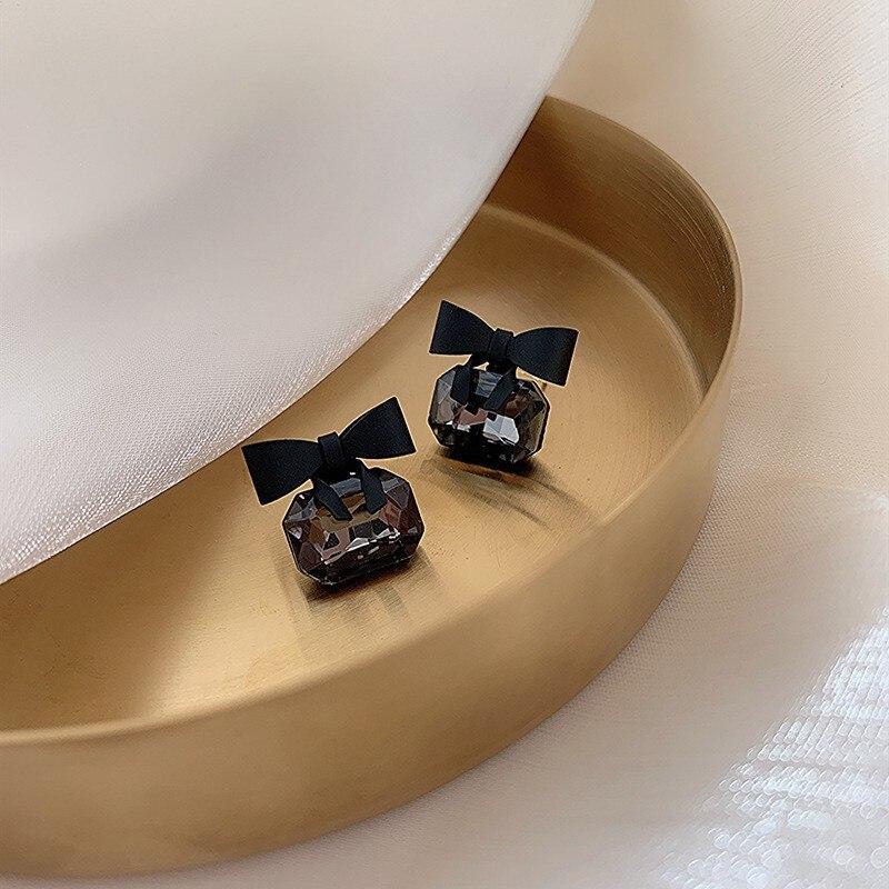 2020 neue joker Koreanische süße Schwarz bowknot Frauen Ohrringe mode senior shiny kristall geometrische platz Stud Ohrringe Schmuck