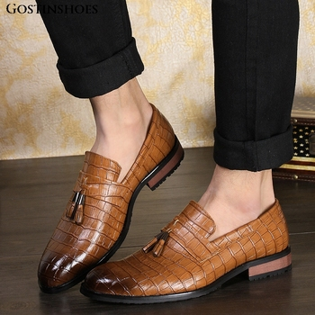 Large Size Retro Tassels Buty Meskie Men Dress Pointed Toe Brogue Chaussure HommeFashion Casual Loafers