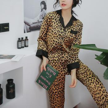 Spring/Summer 2020 long-sleeved pajama ladies home suit modeled on silk leopard print sexy pajama ice silk трусы женские носки н
