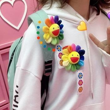 7 5CM broszka słonecznik wisiorek urocza broszka Takashi Murakami tęczowy kwiat wyrażenie pluszowe lalki zabawki przyjaciele prezenty dla par tanie i dobre opinie JOY YIFOR COTTON Pp bawełna 5-7 lat 8-11 lat 12-15 lat Dorośli Unisex Film i telewizja YN03102020