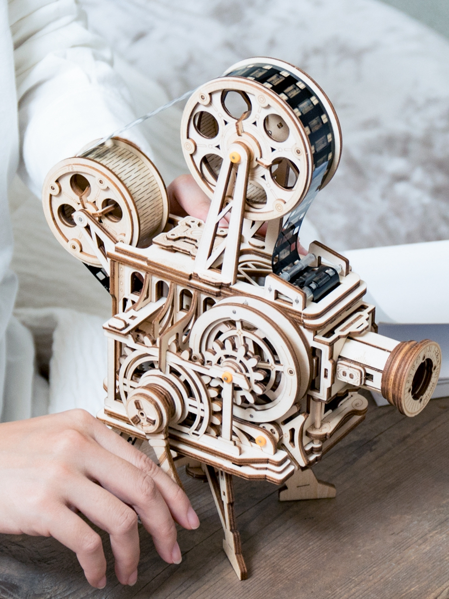 Robotime Building-Kits Film-Projector Assembly-Vitascope-Toy Wooden Model Hand-Crank
