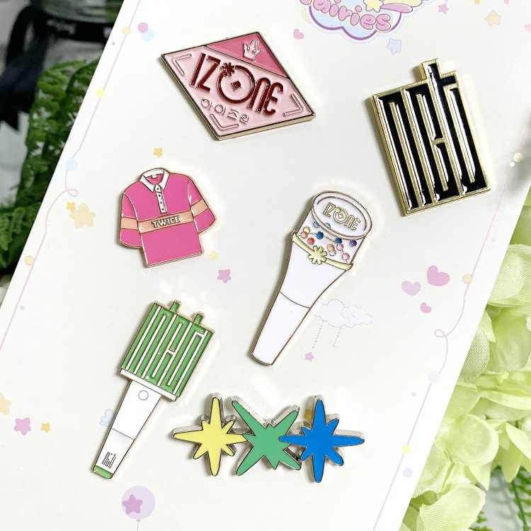 1pcs Kpop NCT אזהרת Txt פעמיים מתכת סיכת תג שם תג Kpop מתנה עבור אוהדי NCT אור מקל lightstick סיכת חדש כניסות