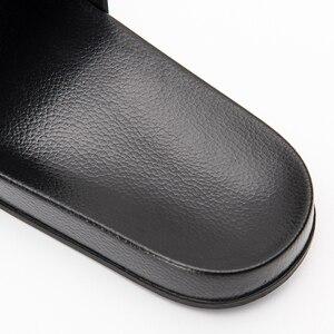 Image 3 - שחור נעלי בית שחור ולבן נעלי החלקה שקופיות אמבטיה קיץ מקרית סגנון רך בלעדי כפכפים