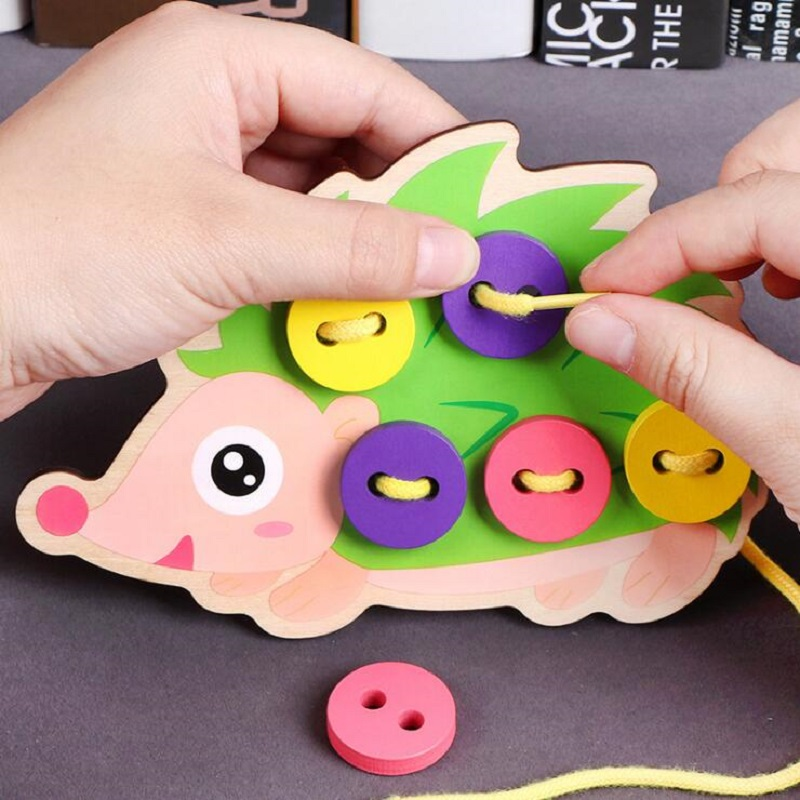 Wooden Fine Motor Skills Toy 3-6 Years Old Early Education Puzzle Hedgehog & Skirt Wearing Rope Sewing Play Kit Educational Toy