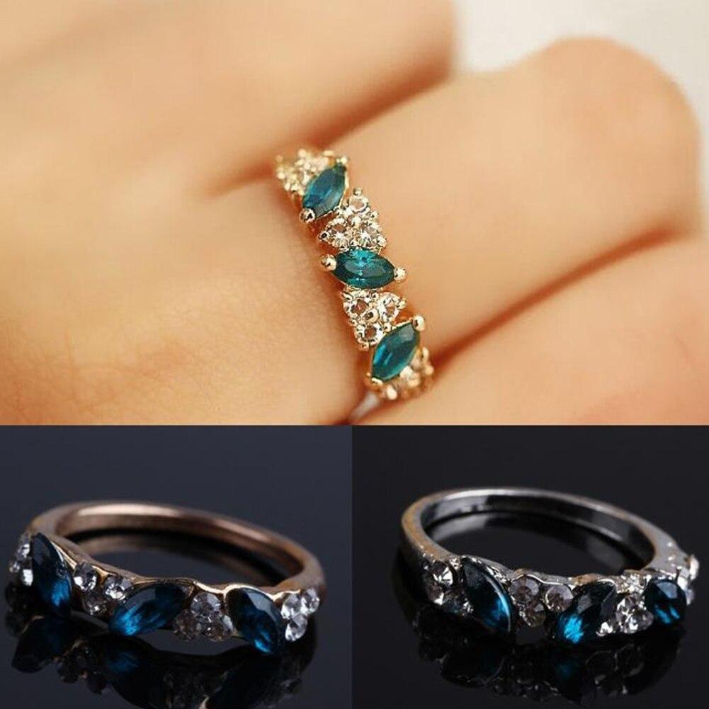 Created Emerald Rings for Women New Classic Jewelry Wedding Engagement Ring Rhinestone Fine Jewelry Gift Girls Stylish Chic Ring