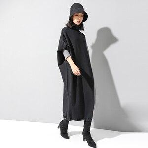 Image 2 - [EAM] Frauen Kontrast Stricken Große Größe Kleid Neue Hohe Kragen Lange Flügel Hülse Lose Fit Mode Flut Frühjahr herbst 2020 1D675