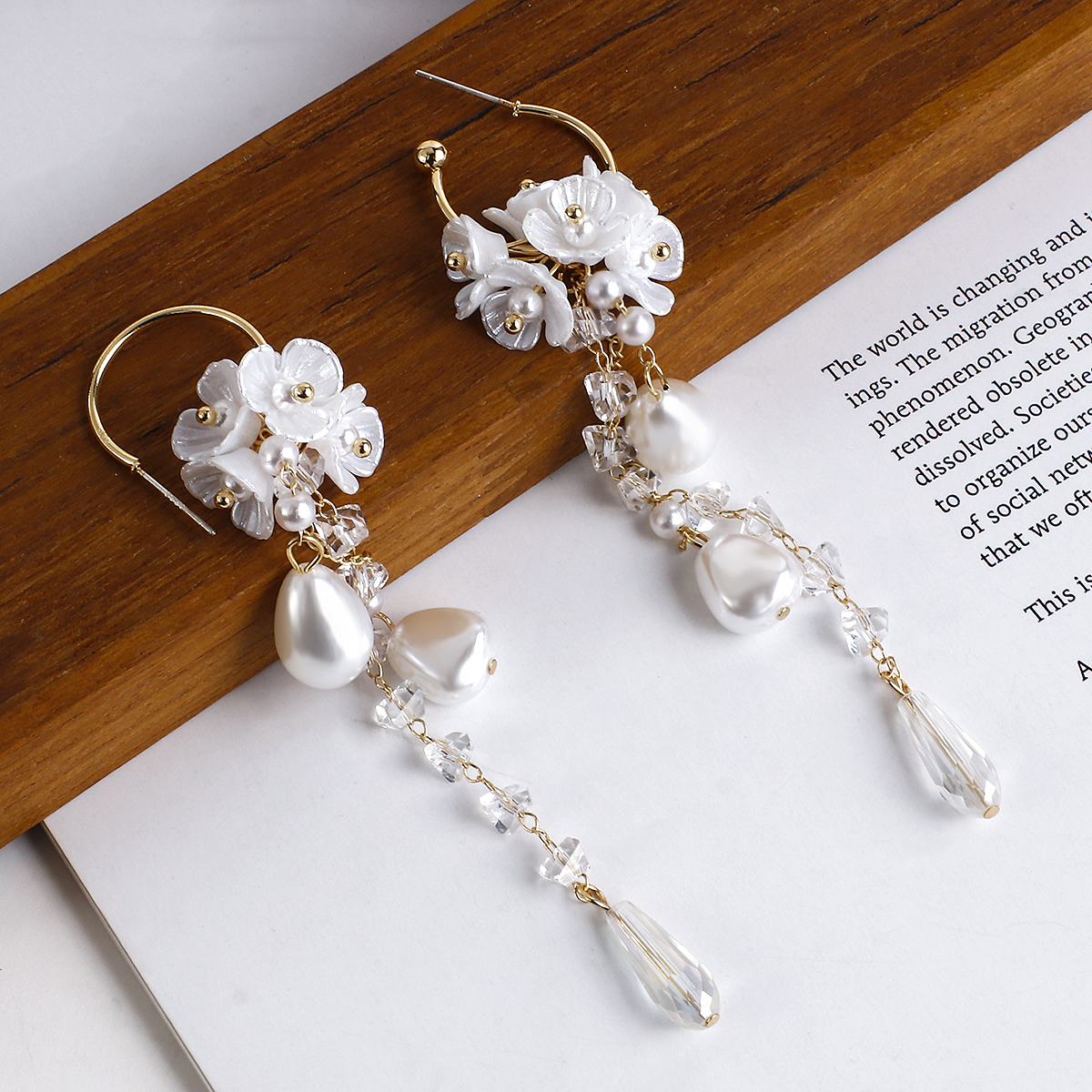 Lifefontier Fashion Long Tassel Simulated Pearl Drop Earrings Big Crystal Bead Resin Flower Petal Earrings for Women Wedding