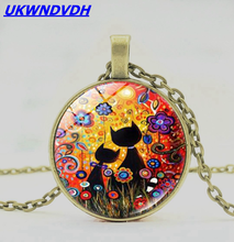 The cat in the flower is in the shape of a cat, the round shape is fashionable, and the popular classic necklace is popular. printio форма воды the shape of water