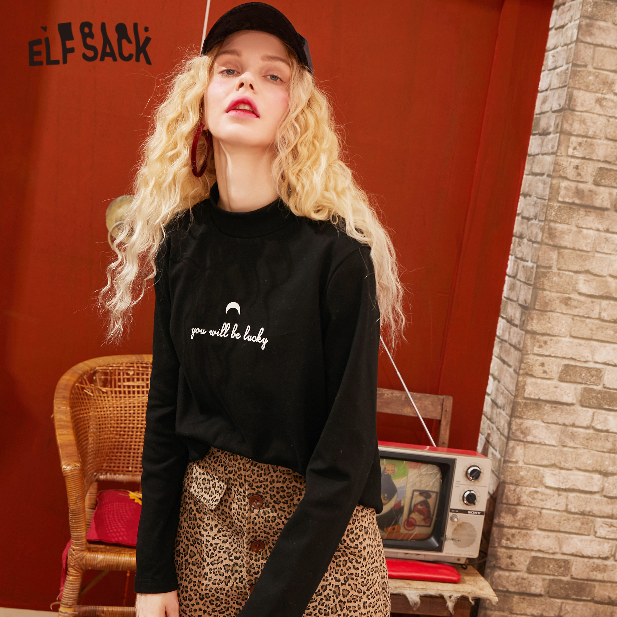 ELFSACK Black Solid Letter Print Minimalist Style T Shirts Women 2020 Spring New Pure Long Sleeve Casual Ladies Basic Daily Tops