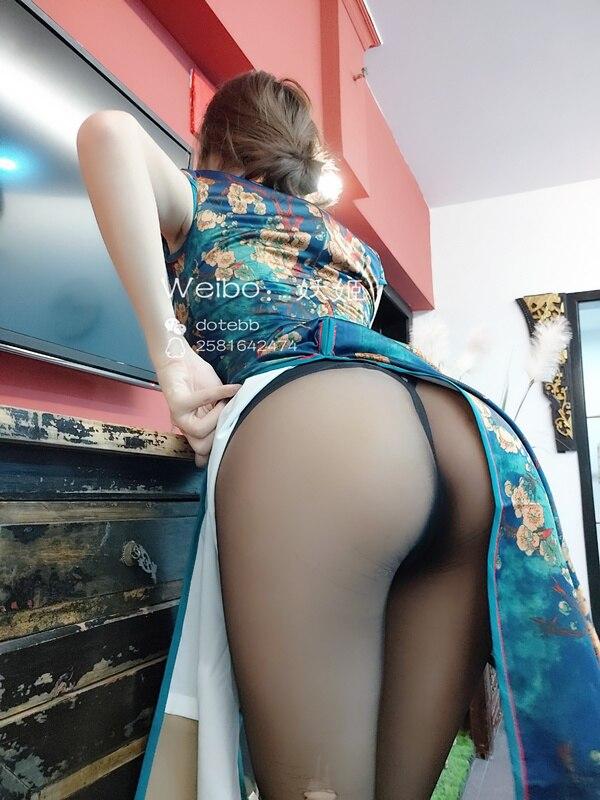网红女神@完具19.9.2最新旗袍[31P/2V/619MB]