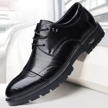 2021 neue Frühjahr Business Männer Schuhe Schwarz Herren Luxus Marke Schuhe Schnürung Plattform Leder Schuhe Mode Oxford Formale Schuhe Herren