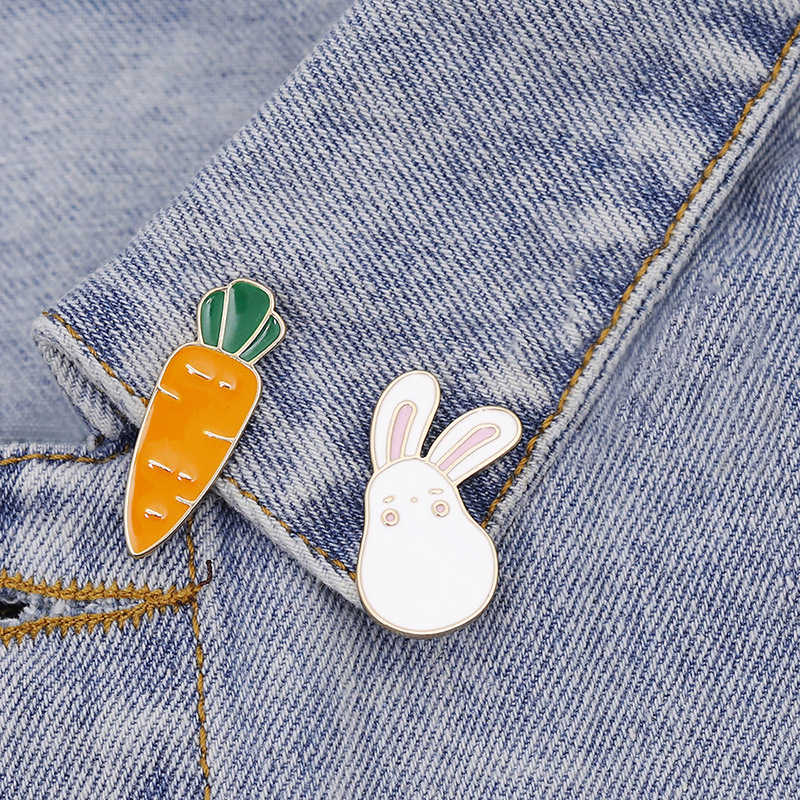 Rabbit Carrot Pins Cartoon Animal Bunny Vegetables Brooches For Women Coat Bag Jackets Collar Metal Lapel Pin Badge Jewelry Gift